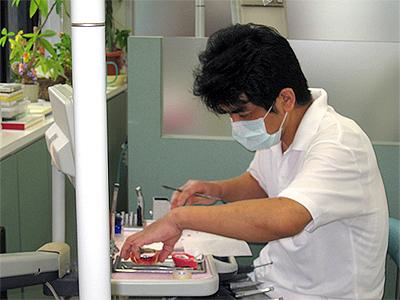 入れ歯の制作風景1